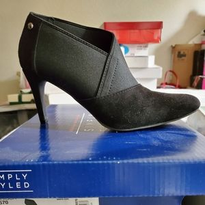 Black ankle suede boot -preowned